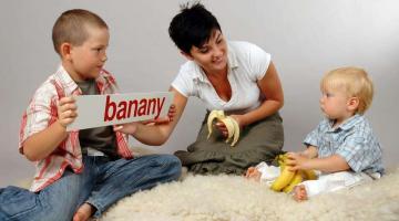 W nauce czytania małych dzieci bardzo ważny jest kontekst pokazywanych wyrazów.
