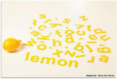 Literki magnetyczne nadają się również do układania wyrazów w językach obcych.