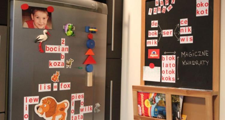 alfabet do nauki czytania, magnsesy na lodówkę, pomysły na zabawę
